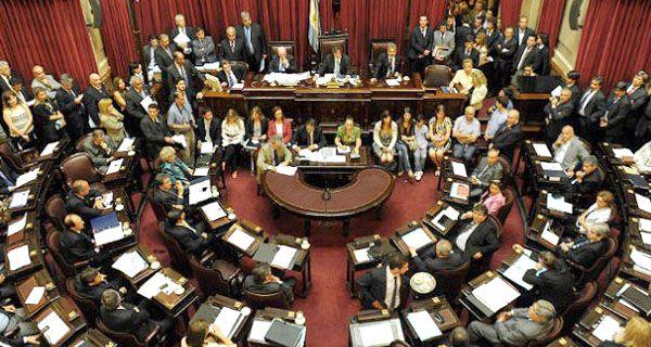 El Senado sesiona con la mira puesta en declarar de interés el papel para diarios y la ley de tierras