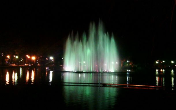 Las aguas danzantes del laguito del Parque Independencia.