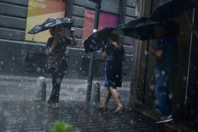 El SMN anuncia una jornada muy lluviosa.