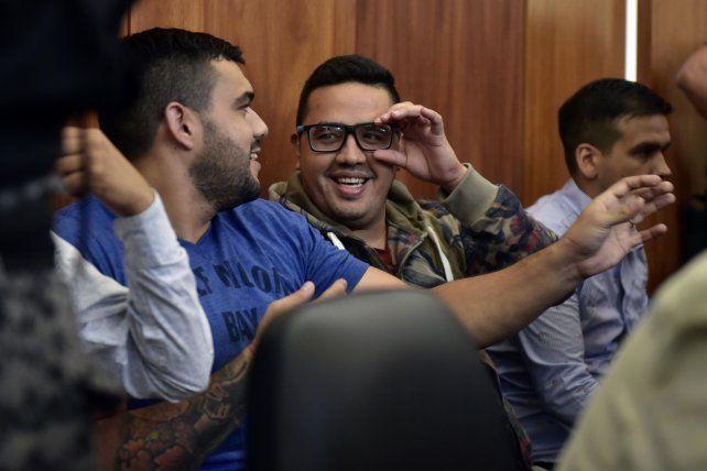 Guille Canteros, de lentes, sonriente, siempre tuvo una actitud despreocupada en las audiencias judiciales.