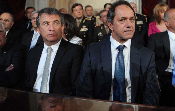 De reojo.  Los gobernadores Urribarri y Scioli se disputan el mismo lugar político: ser el sucesor de la presidenta.