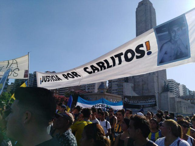 Una multitud reclamó que se esclarezca la muerte de Carlos Orellano
