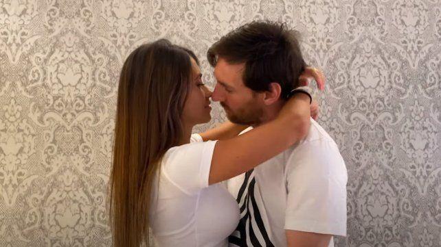 Residente lanzó un nuevo video en el que Messi y Antonela se comen la boca