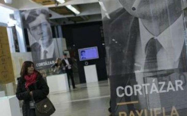 Representación. El pabellón nacional en la muestra editorial parisiense.
