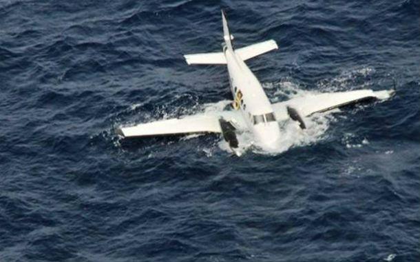 Evidencia. El avión abatido al noroeste de una base militar llevaba unos 400 paquetes cocaína.