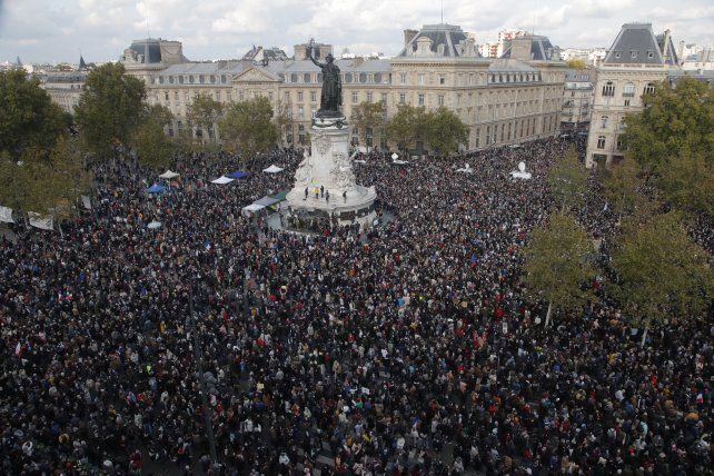Francia copó las calles para homenajear al profesor asesinado por un terrorista islámico