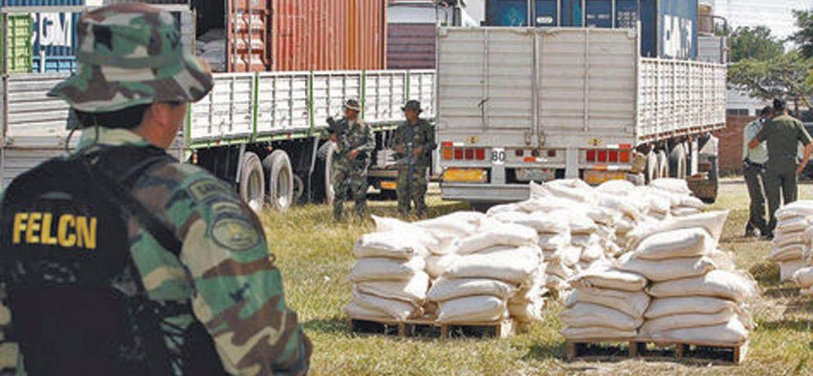El cargamento estaba distribuido en cuatro vehículos pesados.