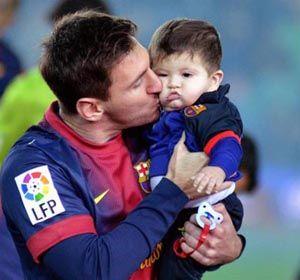 El orgullo de papá: Messi le muestra al mundo los primeros pasos de su hijo Thiago
