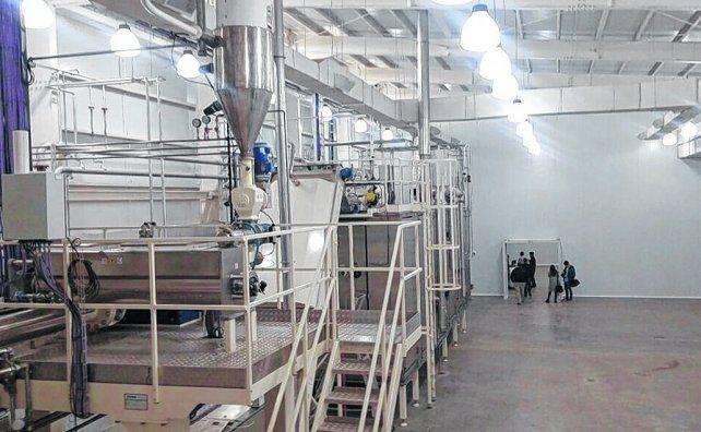 flamante. La planta fabril de Los Molinos fue inaugurada ayer y comenzará a funcionar a pleno a fin de mes.