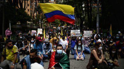 Una protesta en Bogotá este jueves. Las marchas se mantienen pero han disminuido su masividad.