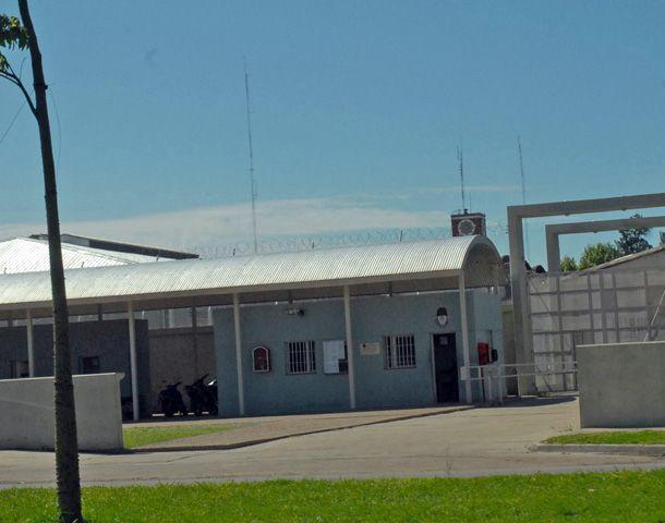 Los policías detenidos piden regresar a la alcaidía de Jefatura.
