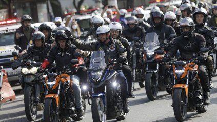 Presidente motoquero. Bolsonaro lidera la caravana de motos por las calles de San Pablo.