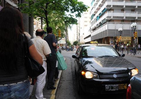 Los usuarios de taxis y remises de Rosario tendrán que afrontar un 15% de aumento del servicio en las próximas semanas.