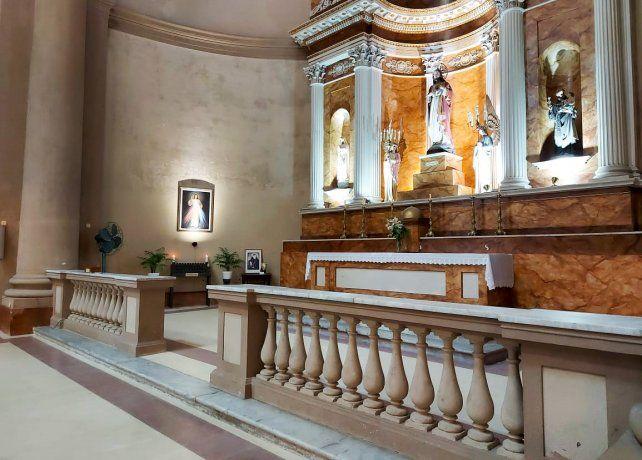 mausoleo-una-las-naves-laterales-la-basilica-inmaculada-concepcion-del-uruguay-se-construira-el-monu