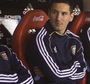 Una noche distinta a la que imaginaba Lionel Messi en el Monumental