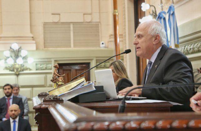 El gobernador decidió convocar al presidente de la Cámara de Diputados