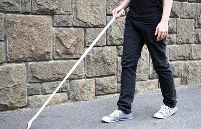 El bastón blanco lo usan las personas con ceguera