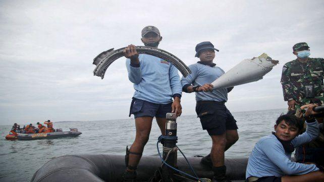 Los restos del avión siniestrado fueron encontrados en el mar de Java.