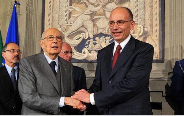 Napolitano (izq.) felicita al nuevo premier. El Parlamento dará mañana el voto de confianza.