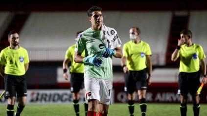 Alan Aguerre, en el encuentro del martes en Brasil, en el debut copero que fue 0 a 0. El arquero viene levantando.