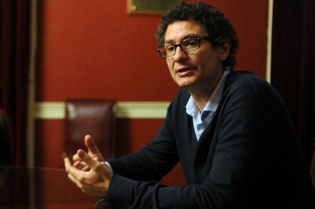 Recorrida. Mayer expuso en Rosario los beneficios de la nueva ley pyme.
