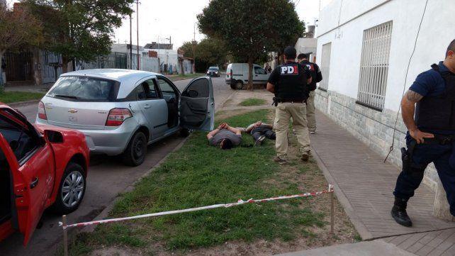 Las personas detenidas portaban una ametralladora calibre 9 mm.