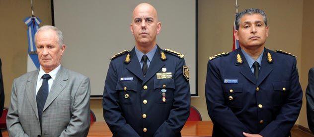 El ministro Lamberto junto a los comisarios Sola y Romitti.