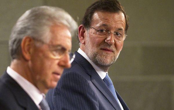 Rajoy observa a su par italiano