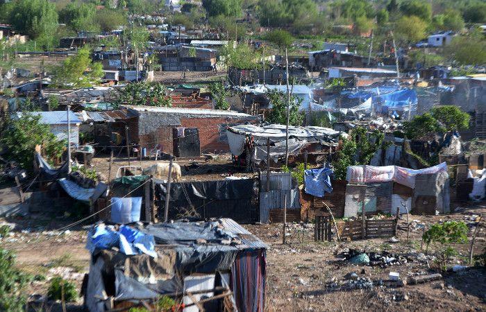 La Justicia dispuso desalojar a 3 mil familias en la zona de Cullen y Sorrento. (foto: Héctor Rio)