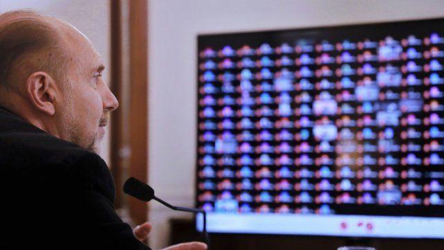 Perotti acordó con intendentes más restricciones en los ingresos interprovinciales