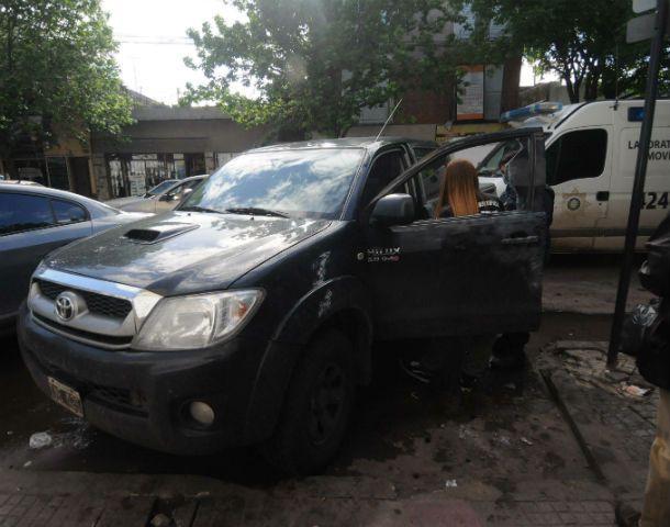 Impactos. La Toyota Hilux en la que viajaban la víctima y el joven acusado. (Foto: N. Juncos)