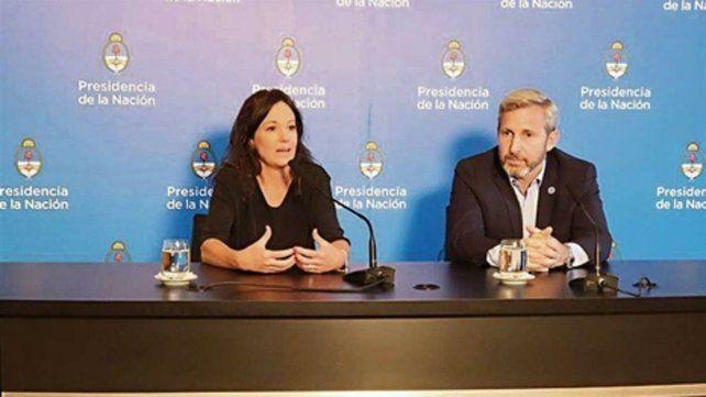 voces oficiales. Los ministros Stanley y Frigerio defendieron el DNU firmado por el presidente Macri.