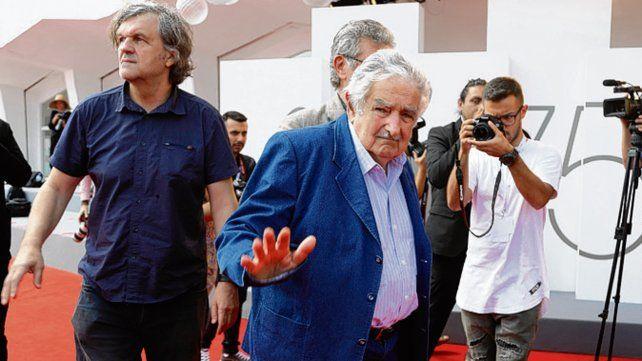 Antiestrellas. El cineasta y el dirigente político en el Festival de Venecia.