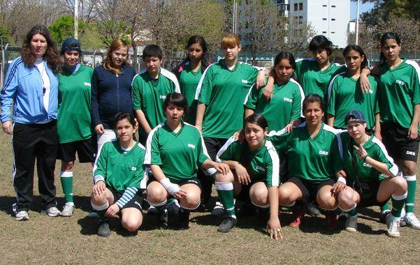 Mónica es periodista deportiva y directora técnica de la AFA y conduce a unas 60 chicas en total