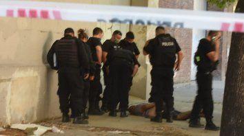 Un policía de la Federal robó en el macrocentro una estación de servicio y quiso escapar a los tiros