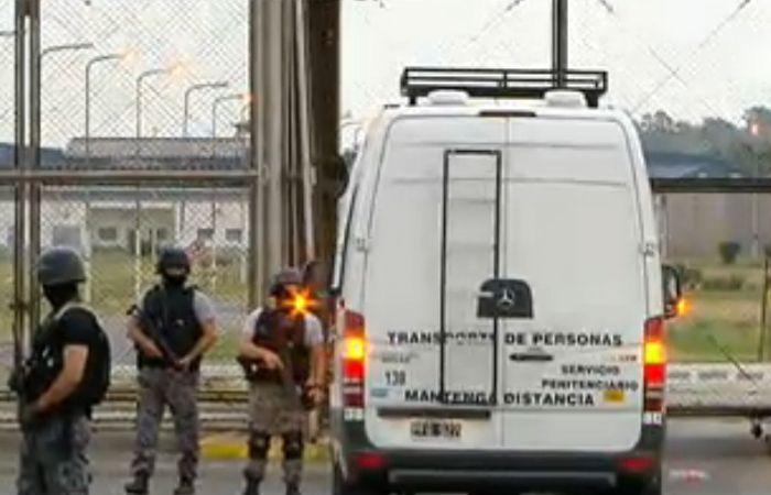 Los detenidos fueron traslados durante la madrugada.