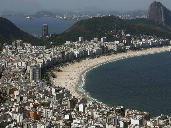 El hecho ocurrió esta madrugada en la popular playa de Copacabana