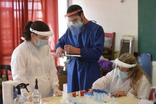 La pandemia está generando muchos contagios entre el personal de la salud.