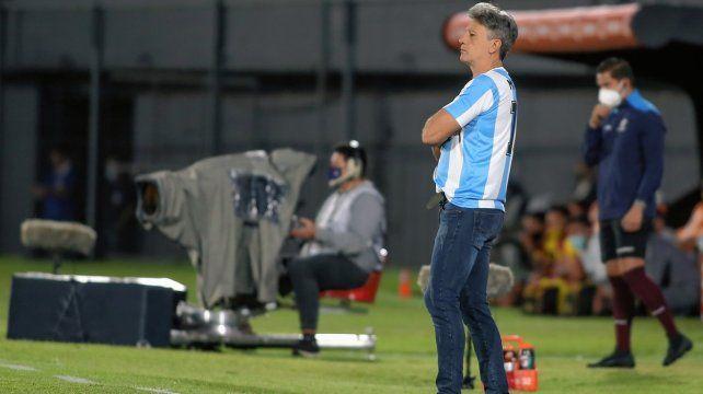Gremio: El DT Gaúcho, con la camiseta argentina de Diego Maradona