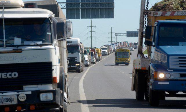 El sector del transporte de granos consensuó un incremento de la tarifa referencial del 19