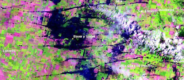 Imagen satelital elocuente. Los campos y el pueblo de Bauer anegados por el agua tras las lluvias del 19 de diciembre.
