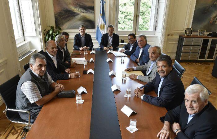 Reunión clave. Macri recibió a siete líderes sindicales para hablar de paritarias.