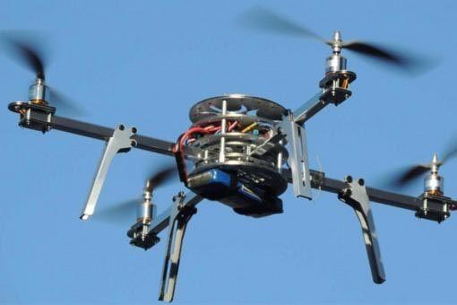 Las imágenes obtenidas del drone se transmiten por ahora a los celulares del operador del aparato.