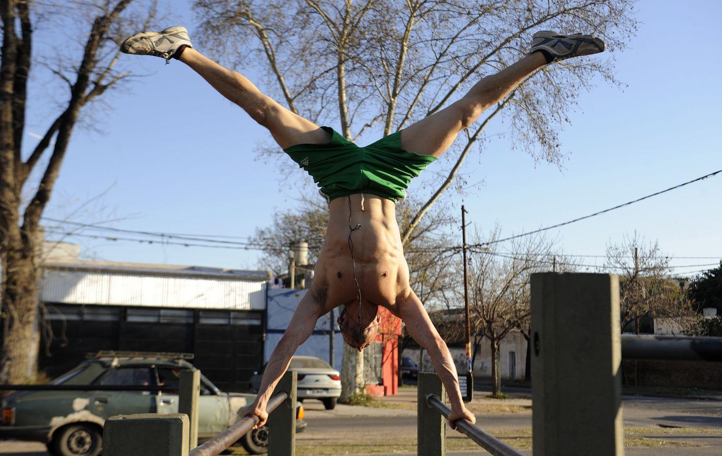 Abiertos. El proyecto pretende transformar algunos espacios públicos en gimnasios urbanos para los vecinos.