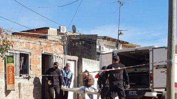 Maira Bustos fue ejecutada al abrir la puerta de su casa en la cortada que se abre, sobre las vías del ferrocarril Belgrano, a la altura de Necochea al 2600.