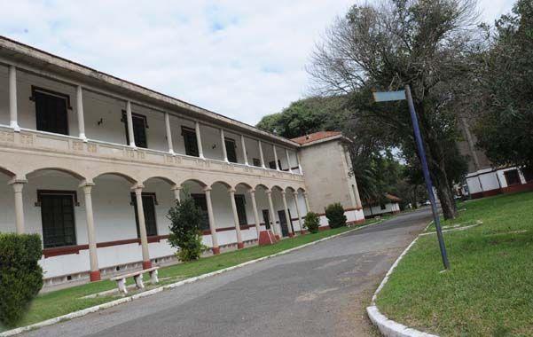 Construcciones de alto valor. Uno de los sectores de los ex dormitorios donde pernoctaban 200 soldados por compañía.