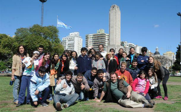 Todos juntos. Estudiantes de turismo y alumnos de la escuela Connar vivieron una experiencia enriquecedora.