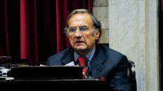 El senador y ex gobernador Carlos Reutemann se sometió a estudios médicos ya programados, según trascendió.