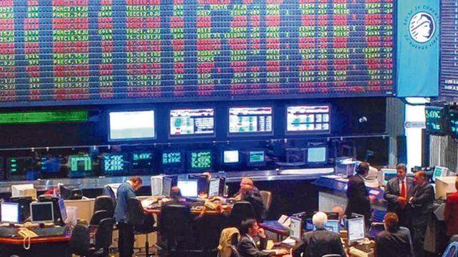 Voto y a la Bolsa. El mundo financiero saludó el resultado electoral con subas. Bajó el riesgo país.