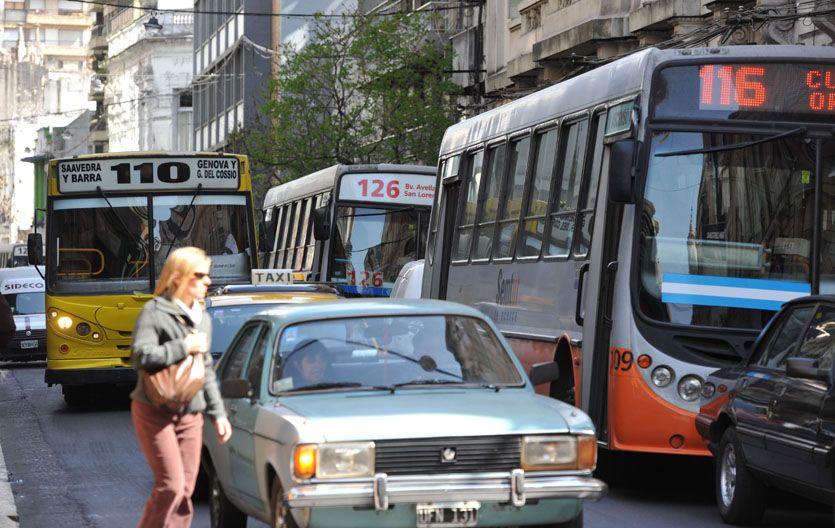 El flujo de vehículos en el casco antiguo de Rosario